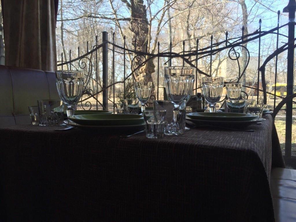 Вин на осенний парк Кинь Грусть с террасы гастробара